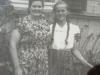Regina Dębska z domu Kisiel z córką Bogusławą ( Niusią) - lata 50. XX wieku, Górki 37. Udostępnił Piotr Skuza