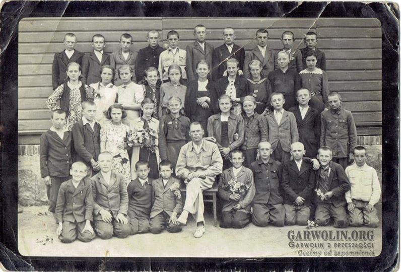 Górzno, szkoła podstawowa lata 30-te XX w. Może ktoś z Was rozpozna kogoś ze swojej rodziny. | Drugi rząd od góry piąta od lewej Natalia Krasińska|Zdjęcie nadesłał p. Marek Banaszek