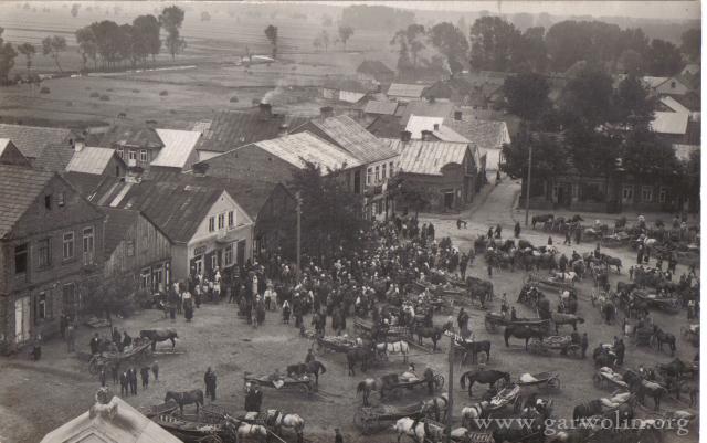 2. Łaskarzew. Rynek w 1915 roku. Źródło: www.psl.garwolin.pl