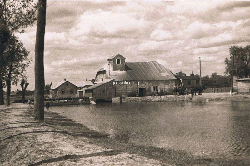 58. Drewniany młyn, stał w miejscu obecnego młyna przy ul. Wyszyńskiego. Ze zbiorów r. Filipek