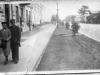 Jan Stefańczyk i Jadwiga Hyżyńska - Garwolin rok 1938. Zdjęcie wykonane na ul. Kościuszki. W tle widzimy budynek obecnego WKU i budynek Banku Spółdzielczego. Ze zbiorów Jerzego Stefańczyka