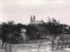 39. Widok z mostu na rynek zbożowy i Kościół - 1934 rok. Źródło internet.