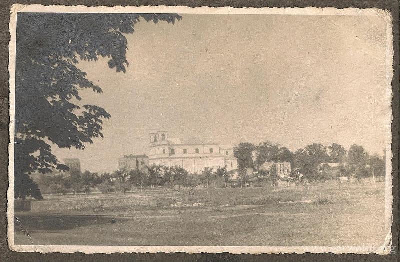 118. Widok na kościół - czasy okupacji. na zdjęciu widoczny ocalały Złoty Róg. Zdjęcie nadesłał - D. Jakóbiec