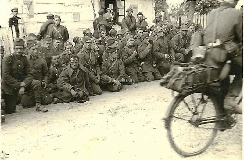 72. Jeńcy wojenni 1939. Ze zbiorów Krzysztofa Siarkiewicza