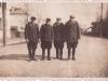 108. Edward Gora z Natalii z 3 kolegami na ulicy Kościuszki w czasie okupacji od lewej: Edward