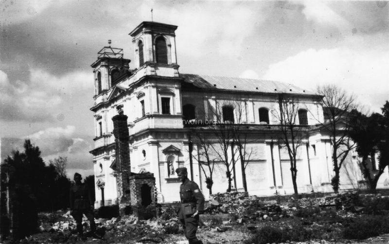64. Żołnierze niemieccy na ruinach Garwolina. Ze zbiorów Barbary Witaczyńskiej