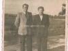 120. Garwolin ul. Polna, w oddali za mężczyznami widać wieże kościoła. Zdjęcie udostępniła B. Pasternak