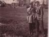 101. Widok na kościół. Zdjęcie ofiarowane koledze na pamiątkę w 1950 roku. Udostępniła Justyna Kalińska