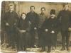 10. Rodzina p. Laskowskich z uczniami (czeladnikami) - może ktoś rozpozna te dzieci. Zdjęcie udostępnił p. Tadeusz Wiśnicki