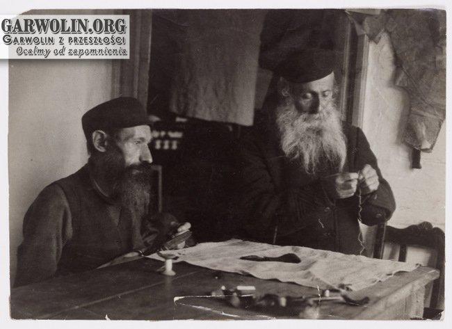 13. Parysów, mężczyźni przy pracy Fotograf: Kacyzne, Alter (1885-1941) Źródło: polishjews.yivoarchives.org