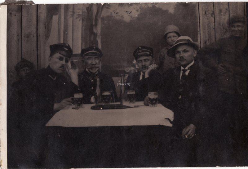 22. Jan Gontarski drugi od prawej. Udostępnił Michał Gontarski