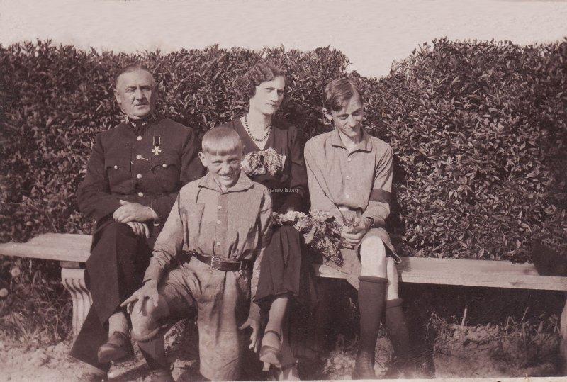 26. Jan i Jadwiga Gontarscy z synami. Udostępnił Michał Gontarski