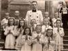 11. I-sza Komunia św. w Garwolinie, rok 1949 - przed księdzem Jadzia Bajerówna). Zdjęcie udostępniła B. Kisiel
