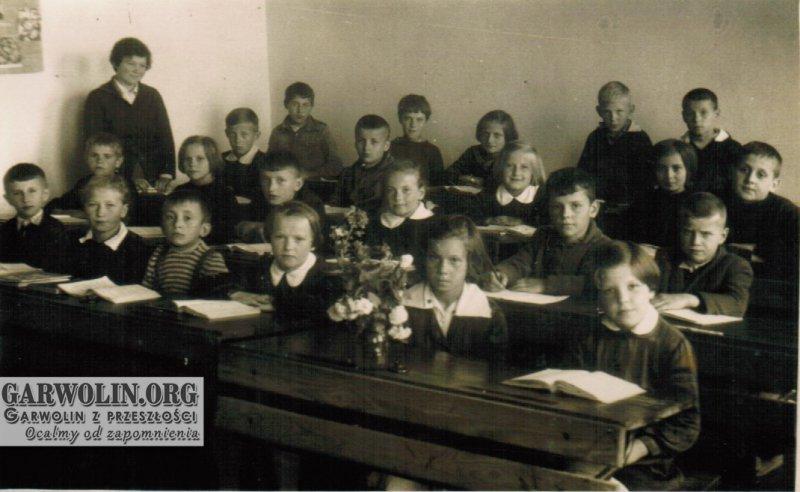 10. Szkoła Podstawowa w Woli Rębkowskiej - rok 1962. Udostępnił S. Filipek