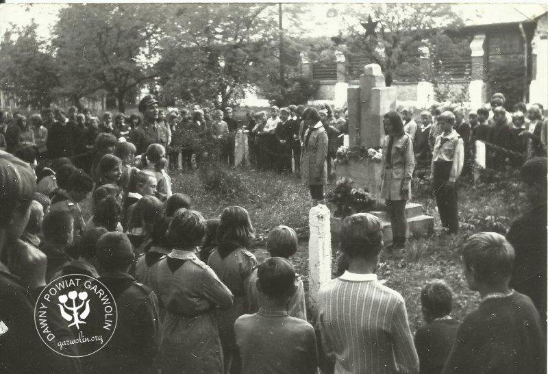 1969 Grób Radziecki w koszarach w Garwolinie.