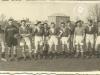 Do boju WILGA GARWOLIN! Zdjęcie z 1946 roku, wykonane na błoniach garwolińskich, w tle młyn p. Filipka. Prosimy o rozpoznanie osób znajdujących się na fotografii.