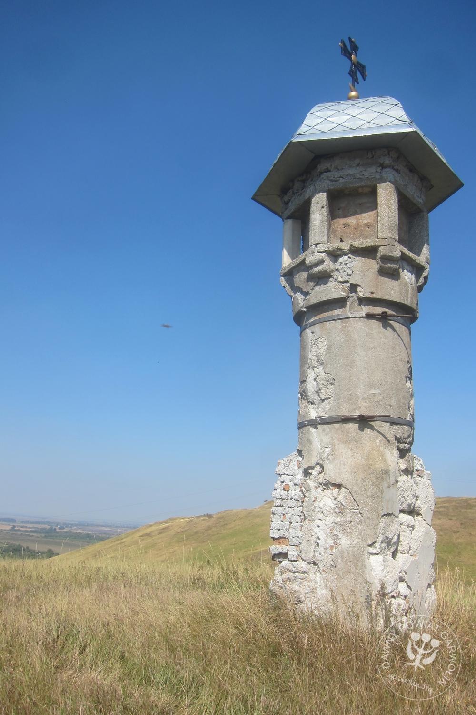 Gołogóry, kolumna Marka 1271 r. To rok wygranej bitwy a wzgórze jest miejscem śmierci tatarskiego wielkiego chana