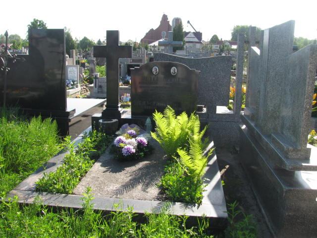 Grób p. Dziuba na cmentarzu parafialnym w Garwolinie.
