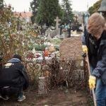 Posprzątaliśmy zaniedbane groby na cmentarzu po raz drugi!