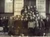 Stara szkoła w Górznie Wśród dzieci Kazimiera Żak (Lis) około 1935r. Zdjęcie udostępnił p. Marek Banaszek - Dziękujemy!