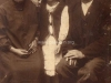 Szczepan Ćwiek z żoną i córką Anną, zdjęcie zrobione w Garwolinie w zakładzie fotograficznym lata 30. Ze zbiorów Krzysztofa Gawrysia