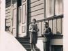 32. Garwolin, przed jednym z domów 1942 rok. Ze zbiorów r. Filipek