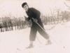 76. Mężczyzna na nartach, przedmieścia Garwolina. Ze zbiorów rodziny Piesiewiczów