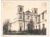124. Prawdopodobnie nigdzie wcześniej nie publikowane zdjęcie kościoła. Mieszkańcy Garwolina idący w stronę świątyni na mszę, lub pogrzeb (czarne stroje). Najprawdopodobniej czasy okupacji 1942-43r. Zdjęcie ze zbiorów p. Antoniego Skurnat