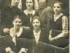 35. Zdjęcie wykonane w Sobolewie w 1937 roku. Siostry Wdowickie; Janina, Maria, Franciszka, Genowefa, Otylia, Zofia /Banaszek - mama Marii Zackiewicz/, Anna. Udostępniła Maryla Zackiewicz