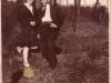 82. Para w parku. Zdjęcie będzie jeszcze opisywane. Udostępniła p. Sztarbała