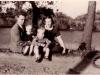 84. Zdjęcie rodzinne z rowerem. Zdjęcie będzie jeszcze opisywane. Udostępniła p. Sztarbała