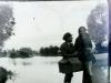 Zakochani (?) nad rzeką. Ze zbiorów Stefana Siudalskiego