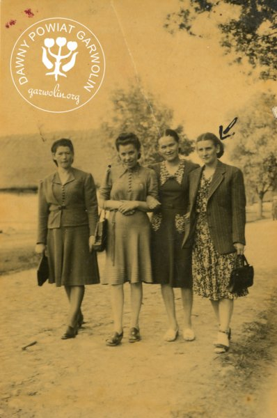 """Od lewej: Janina Kotlarska, NN, Wągrodzka z d. Sosnowska i Janina Flak z d. Zgajewska"""