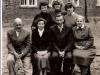 7. Grono pedagogiczne - p. Frelek, Z. Chciałowska, M. Chciałowski, H. Stuglik, wyżej od lewej- K. Krzyśpiak (Mikulska), J. Bajera (Kęsik), nn. Zdjęcie udostępniła B. Kisiel
