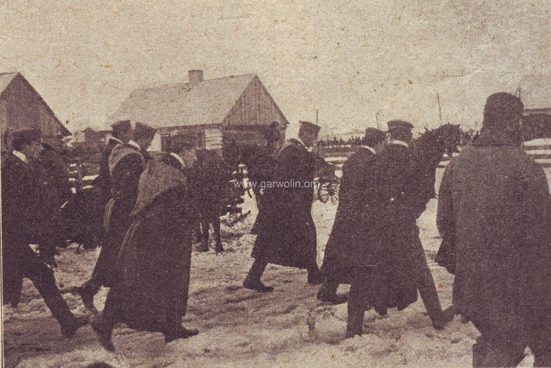 Studenci z Sobieszyńskiej szkoły rolniczej na wystawie w Garwolinie.