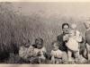 Rok 1952. Unin. Tekla Górska, pośrodku siedzą Hania i Ewa Domareckie. Fotografie ze zbiorów E. Domareckiej