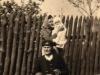 Rok 1948. Unin. Antoni Maszkiewicz, Józefa Maszkiewicz z pierwszą wnuczką Hania Domarecką. Fotografie ze zbiorów E. Domareckiej