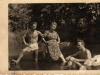 Rok 1947. Unin. Stanisław Piesiewicz, Tadeusz Zalewski Julia Domarecka /nad rzeką Wilgą/. Fotografie ze zbiorów E. Domareckiej