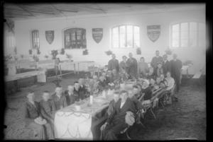 stół szkoły z goździa
